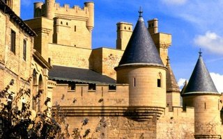 Definitely one of the most spectacular castles in Spain. Gothic ...